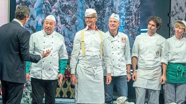 Moderator Eckart von Hirschhausen (links) mit den Lebkuchenhausbäckern und Christoph Biemann (2.v.l.).  (Quelle: WDR Presse/Kohr)