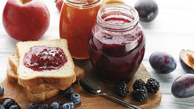 Inhalt und Präsentation sind beim Frühstücksangebot mit Konfitüre die entscheidenden Faktoren. (Quelle: Fotolia)