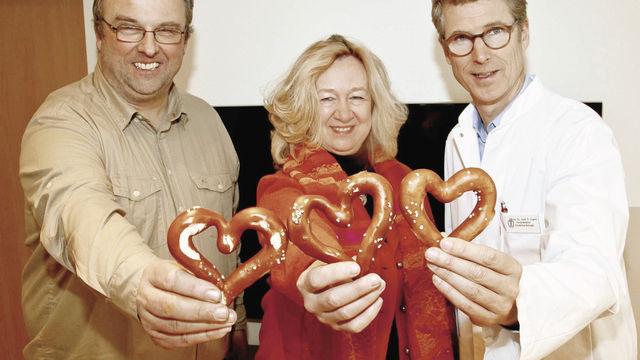 """Peter Ewert (v.r.), Sylvia Paul, und """"Herzbäcker"""" Toni Jung. (Quelle: Anton Jung)"""