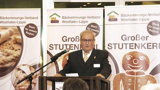 Wolfgang Miehle bei seiner Dankesrede. (Quelle: Verband)