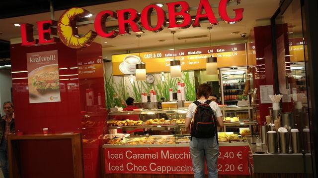 Eine Filialleiterin von LeCrobag soll Mitarbeitern Urlaubstage verweigern. (Quelle: Symbolfoto: Archiv)