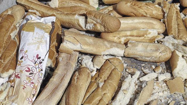 Kein schönes (Quelle: Brot, dass nicht mehr verkauft werden kann und entsorgt wird. Foto: Fotolia)