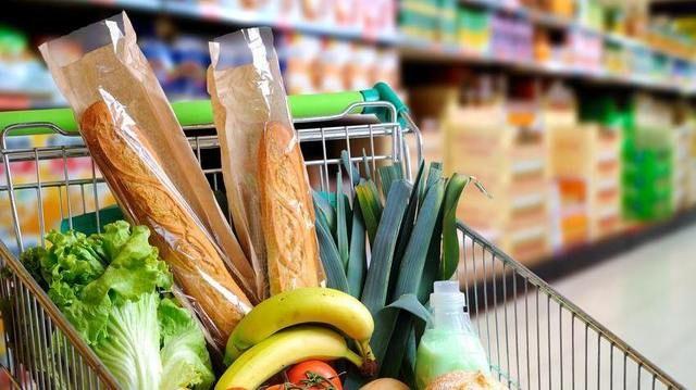 Die Ernährungsindustrie profitiert von aktuellen Trends - und volle Warenkörben   (Quelle: Fotolia/Davizro Photography)