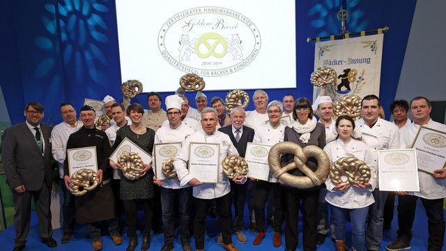 18 Berliner Bäcker erhielten auf der Grünen Woche die Goldene Brezel. (Quelle: Foto: Innung)