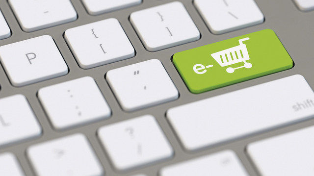 Online-Bestellung und Lieferservice werden verstärkt zunehmen. (Quelle: Fotolia/Robert Kneschke)