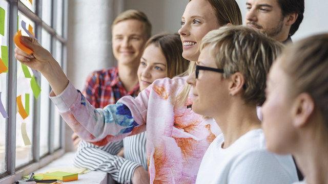 Wer hat die besten Ideen? Bei Mitarbeiterbesprechungen können unerkannte Talente entdeckt werden. (Quelle: Fotolia)