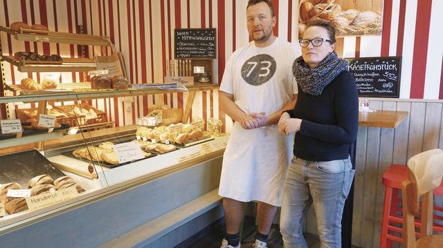 Bettina und Stefan Falland führen die Bäckerei ihrer Eltern weiter, auch mit einem breiten Snackangebot. (Quelle: Mewes)
