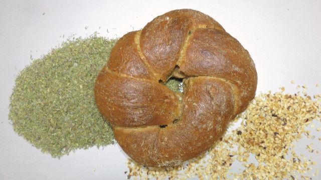 Thymianbrot: Mischbrot mit Nüssen, Olivenöl und Apfelsaft. (Quelle: Zoller)