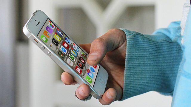 Bezahlen per App mit dem Smartphone ist eine Möglichkeit zur Kundenbindung.  (Quelle: Pixabay / MariusMB)