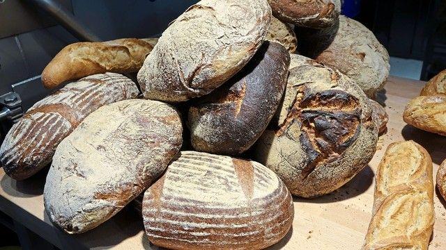 In dunkler Kruste sollen gesunde Stoffe enthalten sein. Das Brot dürfe allerdings nicht verbrannt sein. (Quelle: Archiv/Wolf)