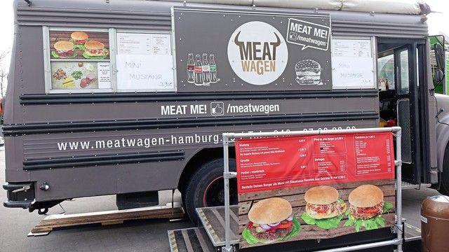 Eine Parade von Food-Trucks empfängt die Messebesucher vor dem Eingang Mitte.  (Quelle: Archiv/Wolf)