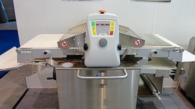 Ausrollmaschinen sind mit Sicherheitseinrichtungen ausgestattet. Unfälle passieren, wenn diese Vorrichtungen umgangen werden. (Quelle: Symbolbild/Archiv)