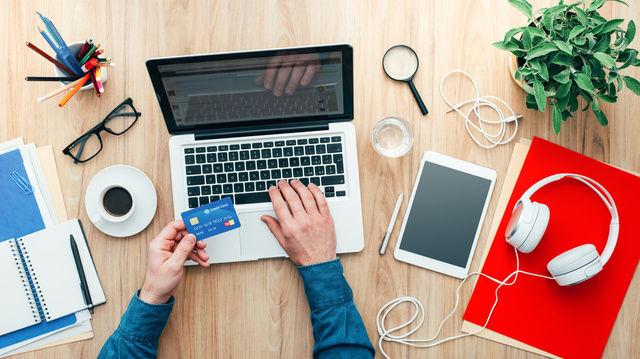 Jeder dritte Deutsche hat laut einer Umfrage Lebensmittel schon mal online eingekauft. (Quelle: Fotolia)