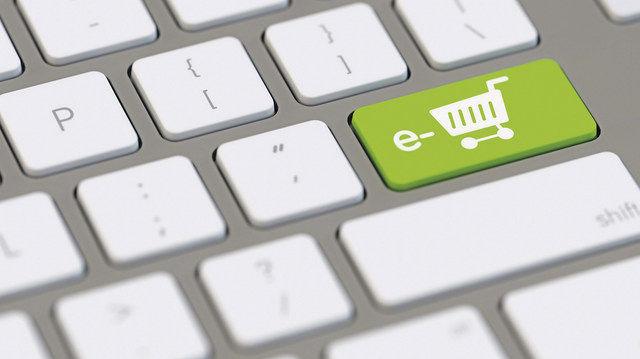 Wer online kauft, hat das Recht, umfassend über Inhaltsstoffe informiert zu werden. (Quelle: Fotolia/Robert Kneschke)