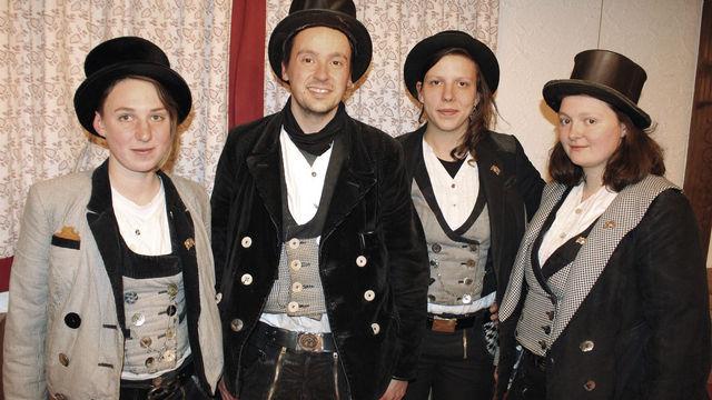 Wanderer (v. l.): Bäckerin Julia, Bäcker und Konditor Falk sowie die Konditorinnen Tabea und Ruth. (Quelle: Filzek-Schwab)
