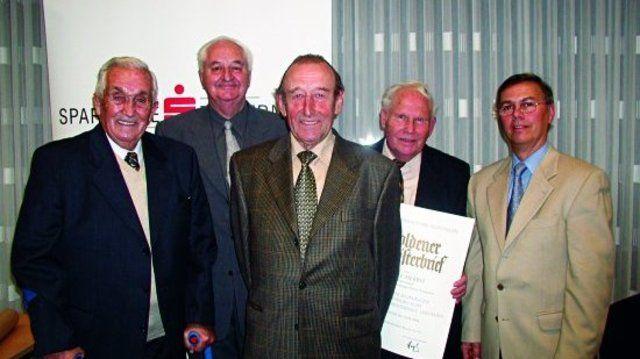 Unser Bild zeigt Obermeister Karl Stopper (r.) mit den geehrten Bäckermeistern Eberhard Sinz, Alfons Frommer, Josef Herbst und Bernhard Deufel.  (Quelle: Töpfer)