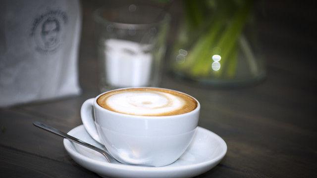 Der Cappuccino ist nach wie vor der Renner im Außer-Haus-Geschäft mit Kaffee.  (Quelle: Kaffeeverband/ Stachowske)
