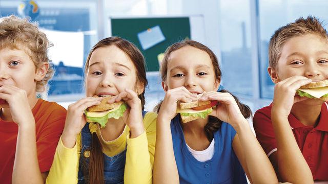 Das schmeckt: Brot als Basis für die Schulverpflegung kommt bei den meisten Schülern gut an – vorausgesetzt, Bäcker beachten die Schmerzgrenze beim Preis von rund zwei Euro. (Quelle: Shutterstock)