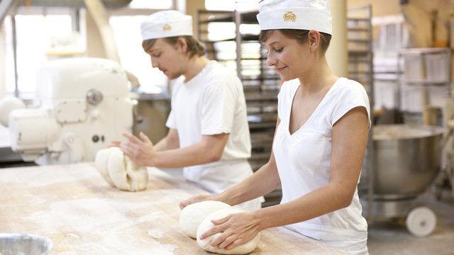 Ein Bild mit Symbolcharakter: Betriebe, in denen Azubis motiviert arbeiten, finden leichter gutes Personal. (Quelle: ZV)