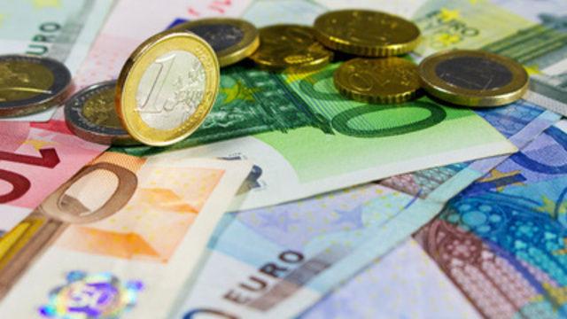 Die Mitarbeiter in den bayerischen Bäckereien bekommen ab Juli Mehr Geld.   (Quelle: pixelio/I-vista)