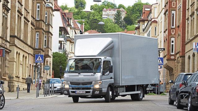 Setzt auf Dieselantrieb mit geringen Schadstoffemissionen: der Fuso von Daimler. (Quelle: Hersteller)