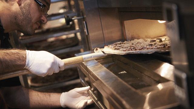 Die Pizzen und Pasta werden vor den Augen der Gäste zubereitet. (Quelle: Unternehmen)