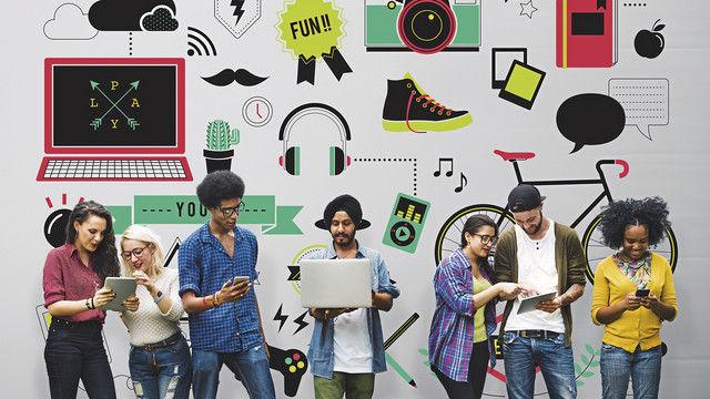 Die Generation Z, zwischen 1995 und 2010 geboren, ist digital sozialisiert. (Quelle: Shutterstock/Rawpixel.com)