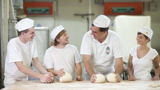 Azubis im Bäckerhandwerk dürfen sich ab 1. September 2018 über eine höhere Ausbildungsvergütung freuen.  (Quelle: Symbolfoto: ZV)