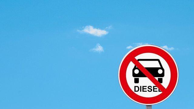 Keine freie Fahrt mehr für ältere Dieselfahrzeuge in Stuttgart. (Quelle: fotoART by Thommy Weiss/pixelio.de)
