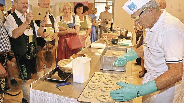 Der Bäckerstand zog das Interesse vieler Besucher auf sich. (Quelle: Wittenzellner)