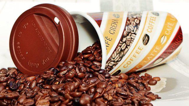 Getrübter Kaffeegenuss: Aus der Kaffeemaschine kam Reinigungsmittel statt Kaffee. (Quelle: Pixabay.com/ Alexas_Fotos)