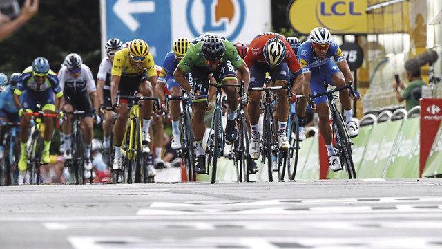 Zweimal Oberbayern: Radprofi Marcus Burghardt mit dem Biobrot (rechts). Der bekannteste Fahrer des Team Bora-hansgrohe ist Peter Sagan (oben), der bei der Tour de France das grüne Trikot gewann. (Quelle: Bora-hansgrohe)