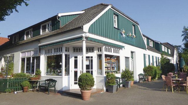 Andrea und Holger Gerdes betreiben ihr Insel-Café im ehemaligen Pastorenhaus von Spiekeroog. (Quelle: Treiber)
