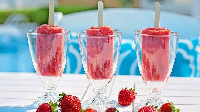Cocktails wie den Erdbeer-Daiquiri gibt es jetzt auch zum Lutschen. (Quelle: Pixabay.com/ jill111)