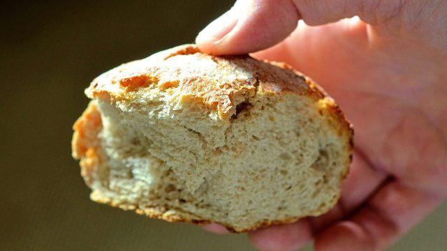 Bäckermeister Jens Hennig lässt die Brötchen in seinen Filialen verkosten. (Quelle: pixabay.com/congerdesign)