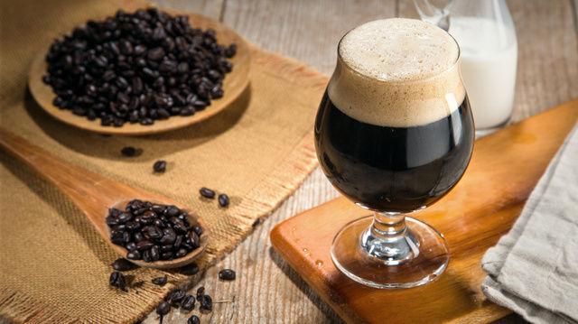 Cold Brew Coffee ist ein beliebtes Kaffeegetränk. (Quelle: Fotolia/ elnariz)