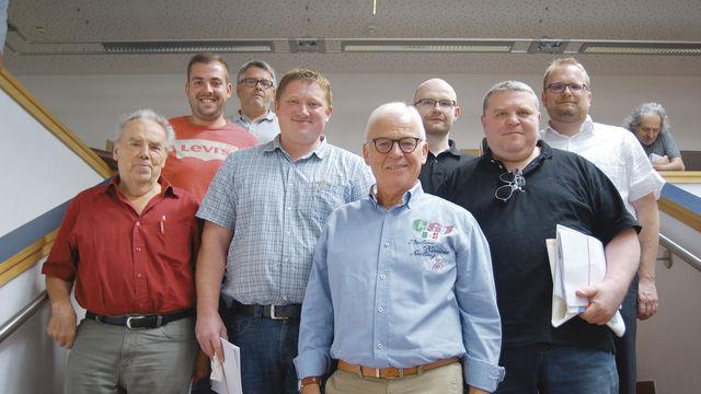 Der Vorstand der Bäckerinnung Straubing-Deggendorf mit Obermeister Max Artmeier (vorne Mitte) auf der Hauptversammlung. (Quelle: Schuller)