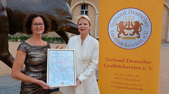 Elisabeth Sciurba (links) Die neue Brotsenatorin mit Ulrike Detmers  Präsidentin des Verbandes Deutscher Großbäckereien. (Quelle: Borchfeld/ Großbäcker)
