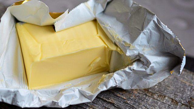 Die Butterpreise könnten auch für Bäcker wieder teurer werden. (Quelle: pixabay.com/ congerdesign)