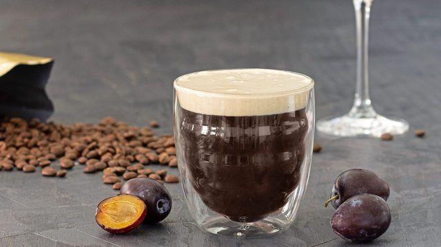 Der U-Coffee wird im doppelwandigen Kaffee-Glas und der Y-Coffee in einem Martini-Glas serviert. (Quelle: DKV)