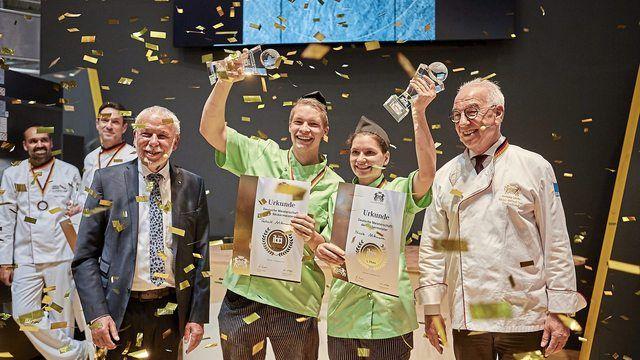 Das Gewinnerteam Patrick und Nicole Mittmann mit ZV-Präsident Michael Wippler (links) und Vizepräsident Wolfgang Schäfer. (Quelle: ZV/BenediktBanovic)