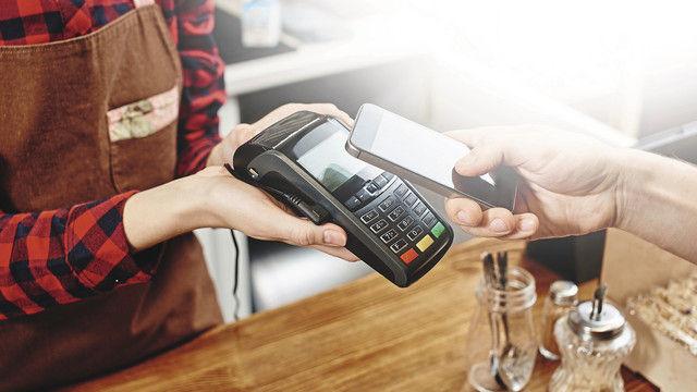 Kontaktloses Bezahlen gewinnt an Bedeutung. (Quelle: Shutterstock/ivan_kislitsin)