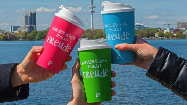 """Kaffee """"to go"""" gibt es bei Tchibo auch im Mehrwegbecher. (Quelle: Unternehmen/Tchibo)"""