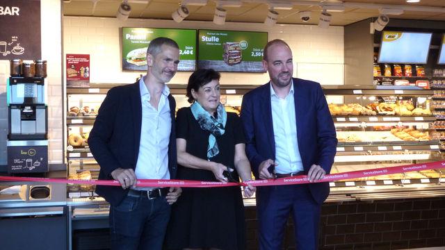 Eröffnung des Service-Stores mit (von rechts) Roger Knill (Valora), Martina Köppl (DB) und Karl Brauckmann (Backwerk).  (Quelle: Unternehmen)