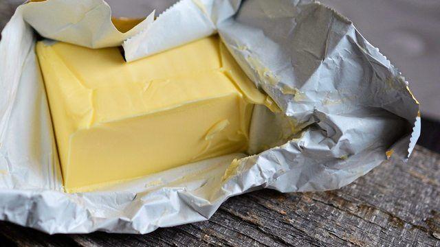 Butter ist aktuell entgegen allen Erwartungen billiger geworden. (Quelle: pixabay.com/ congerdesign)