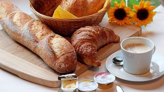 Baguette, Butter, Marmelade, all das gehört für viele Verbraucher zum Frühstück.  (Quelle: pixabay.com/ maaci)