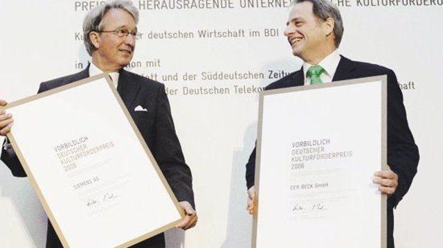 Frisch gebackene Träger der Auszeichnung: Hans Rubin, Marketing-Verantwortlicher von Der Beck GmbH (r.) mit Gerd von Brandenstein von der Siemens AG.