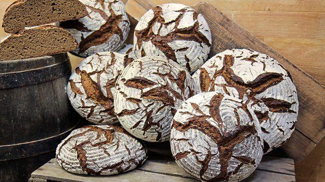 Bauernbrote mit hohem Roggenanteil sind Klassiker in der Bäckerei. (Quelle: Deutsches Brotinstitut, Dietmar Kappl)