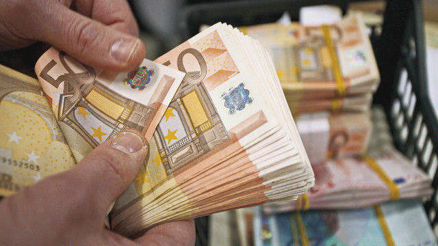 Unerwünscht: Bares ist bei Geldinstituten schlecht angesehen. (Quelle: Shutterstock/MikeDotta)