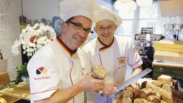 Möchten dem Brot die Seele zurückgeben: Bernd (links) und Fabio Wettlaufer. (Quelle: Blath)